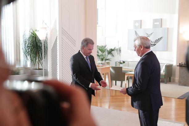 Presidentti Sauli Niinistö ottaa vastaan pääministeri Antti Rinteen (sd) eronpyynnön.