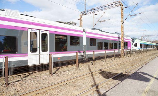 HSL kilpailuttaa lähijunaliikenteen operoinnin. Tarjouskilvassa on VR:n lisäksi kuusi muuta yhtiötä.