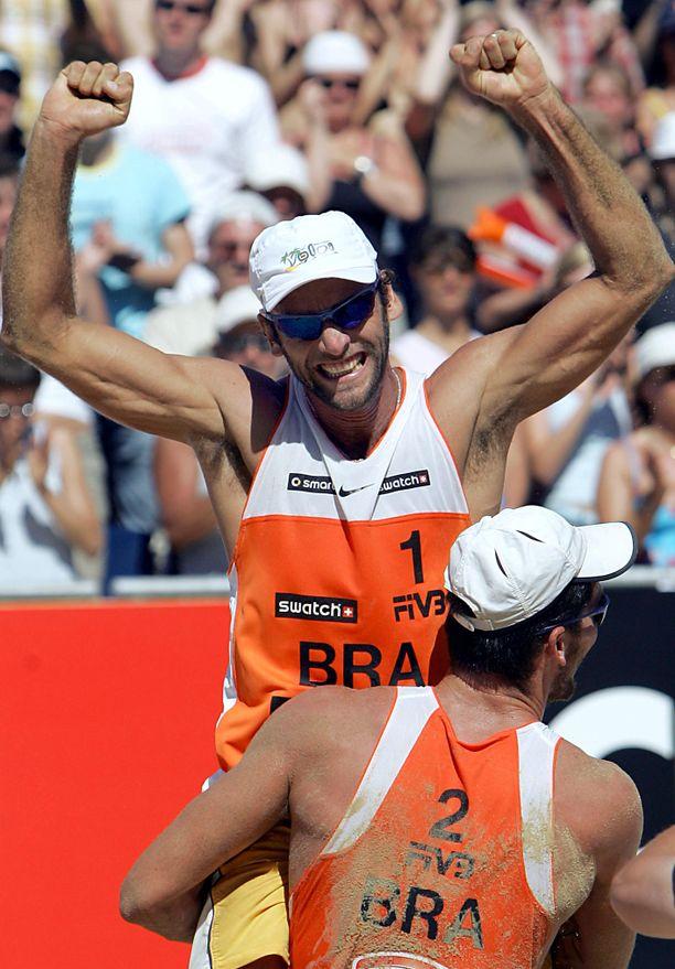 Marcio Araujo (kasvot kameraan päinI ja Fabio Magalhaes voittivat beach volleyn MM-kultaa vuonna 2005.