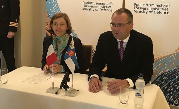 Puolustusministeri Jussi Niinistö (sin) ja Ranskan puolustusministeri Florece Parly tapasivat torstaina Helsingissä.