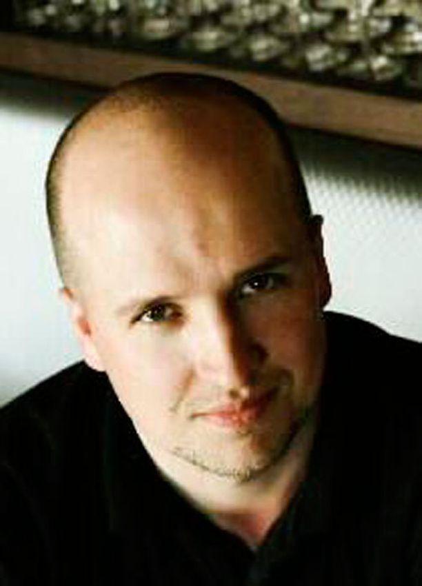 Henrik Poulsen on tunnettu nimi ravintolamaailmassa. Hänellä on edellisestä liitostaan kaksi lasta.