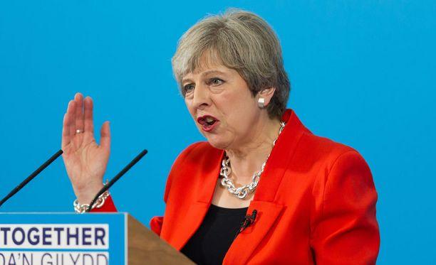 May johtaa Britannian hallituksen hätäkokousta, joka kokoontuu tänään aamulla Manchesterin tapahtumien takia.
