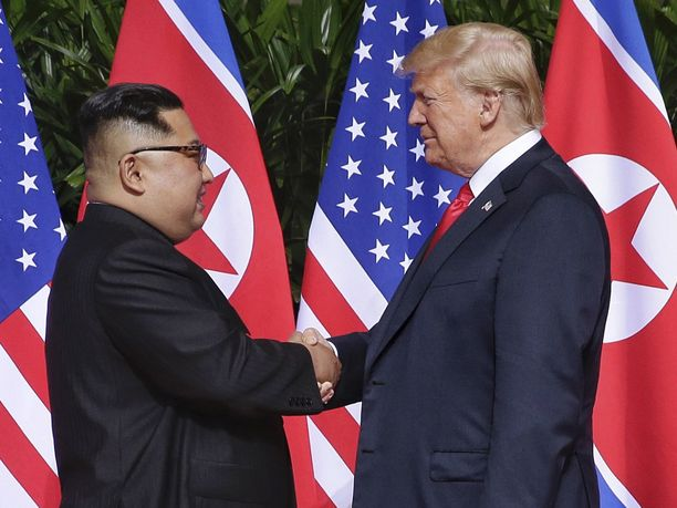 Kim ja Trump tapasivat toisensa kesäkuussa Singaporessa. Valtavasta mediahuomiosta ja annetuista lupauksista huolimatta tapaamisen tulokset ovat jääneet laihoiksi.