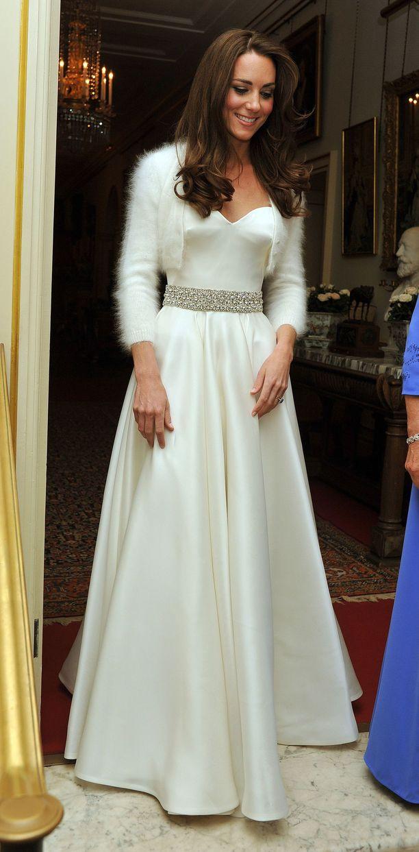 Catherine juhli häidensä jatkoilla suloisessa Alexander McQueenin puvussa.
