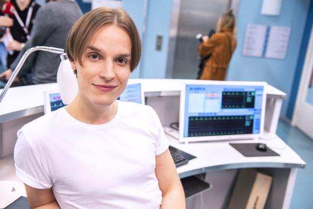 Valtteri Lehtisen Syke-sarjassa näyttelemä sairaanhoitaja Leevi kamppailee herkkyytensä kanssa.