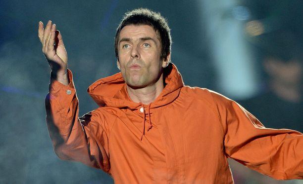 Liam Gallagher esiintyi lopulta Coldplay-laulaja Chris Martinin säestyksellä.