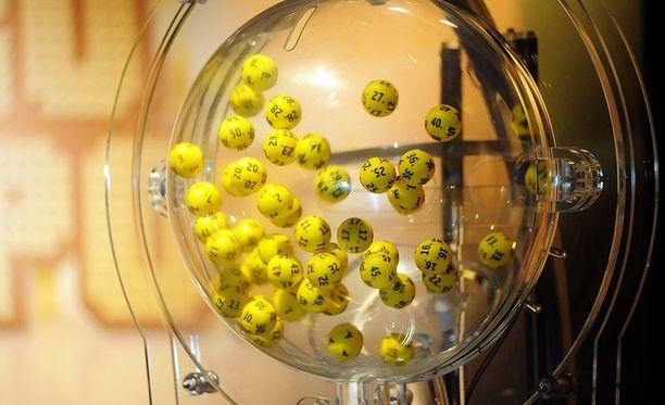 Eurojackpotissa on perjantaina jaossa ennätykselliset 90 miljoonaa euroa.