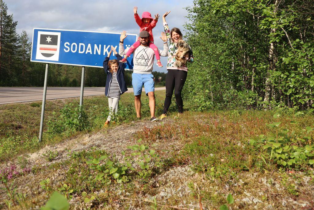 Fernándezit muuttivat Helsingin Lauttasaaresta, jossa on yli 24 300 asukasta, reilun 8 400 asukkaan Sodankylään.
