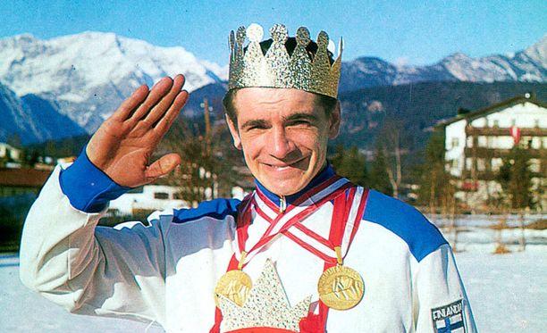 Vuonna 1964 Eero Mäntyranta valittiin Mr. Seefeldiksi. Hän sai kaulaansa halkaisijaltaan lähes metrisen mitalin.