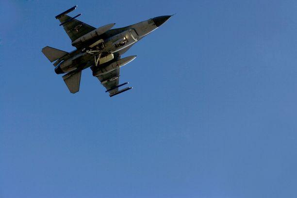 Tällaisille Hollannin ilmavoimien F-16-hävittäjille tuli töitä lauantai-aamuna. Kuvituskuva.