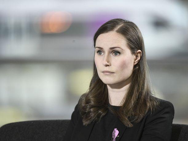 Pääministeri Sanna Marin pyysi tiistain puheenjohtajatentissä anteeksi parin vuoden takaista tviittiään siloisesta pääministeristä Juha Sipilästä (kesk).