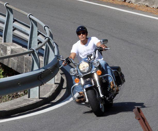 George Clooney ajelemassa Italiassa vuonna 2010.