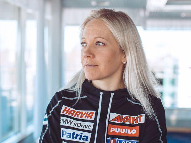 Kaisa Mäkäräinen voitti polkujuoksukisan Ilomantsissa.