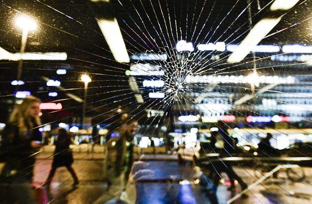 Nuorison huumeryöstöjä tulee Helsingin poliisin tietoon kymmeniä vuodessa. Poliisin arvion mukaan niitä jää myös paljon ilmoittamatta, kun uhrit pelkäävät viranomaisia.