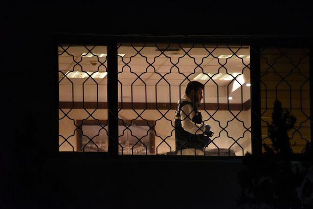 Turkin poliisin rikospaikkatutkija Saudi-Arabian konsulaatissa tiistain vastaisena yönä.