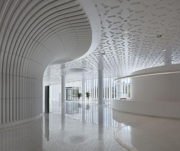Pääsisäänkäynti kaikkiin rakennuksiin on monikäyttöisen kulttuurihallin kautta.