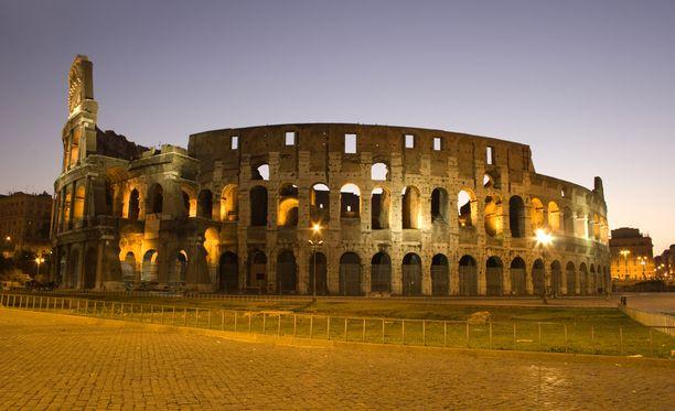 Italian pääkaupungissa Roomassa sijaitseva Colosseum on seissyt paikoillaan jo antiikin ajoista asti. Sitä alettiin rakentaa vuonna 72.