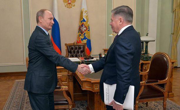 Kreml julkaisi perjantaina kuvan presidentti Vladimir Putinin ja Venäjän korkeimman oikeuden puheenjohtajan Vjatsheslav Lebedevin tapaamisesta.