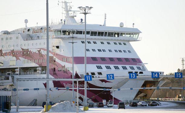 Verisesti päättynyt välikohtaus tapahtui Tallink Siljan Baltic Princess -laivan yökerhossa.