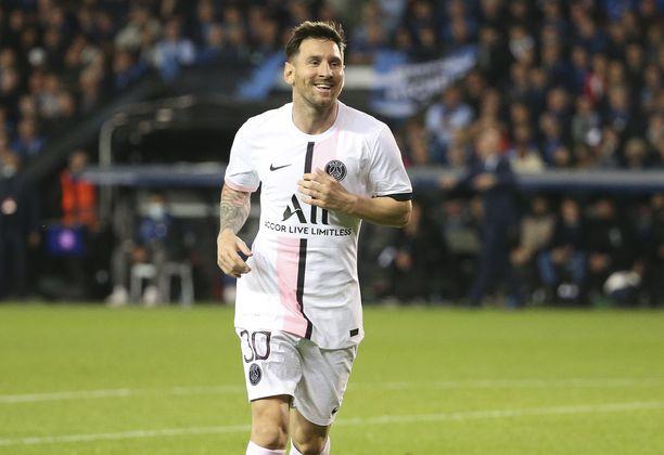 Lionel Messi tienaa jättirahat Pariisissa.