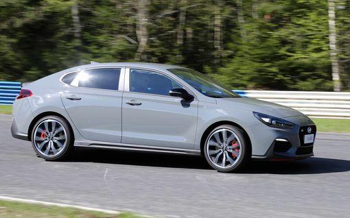 """Hyundain N-malli tarjoaa hurjaa menoa: """"Täysin ratavalmis auto, joka sopii myös perhekäyttöön"""""""