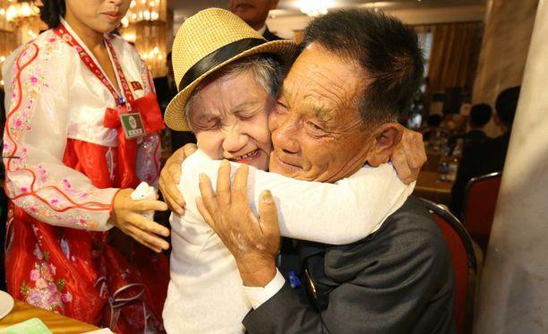 92-vuotias Lee Keum-seom pääsi tapaamaan poikansa, jonka hän oli nähnyt viimeksi nelivuotiaana.
