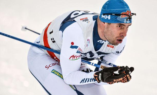 Lari Lehtonen kaatui Davosin maailmancupissa rajusti. Arkistokuva.