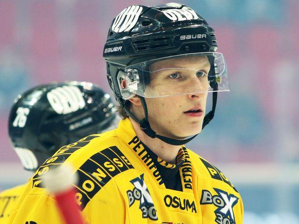 Eetu Luostarinen teki voittomaalin ja saalisti sen lisäksi kaksi syöttöpistettä KalPan 4-2-voitossa KooKoosta.