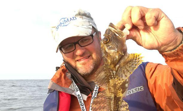 Mikael Jaakkola johtaa Suomalaisen kalastusmatkailun edistämisseuran ylläpitämää lajikalastustilastoa.