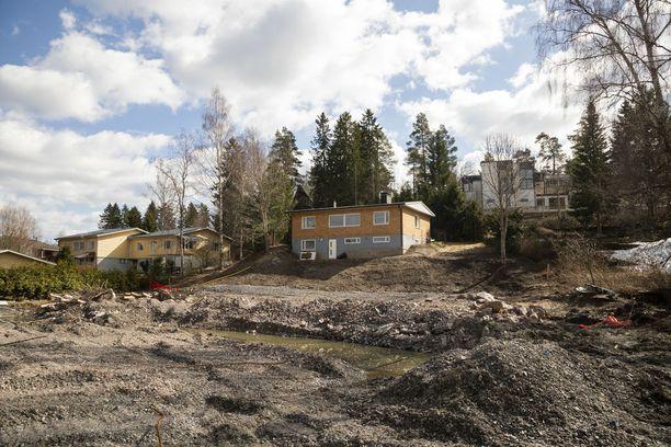 Naapuritontille rakennetaan kahta paritaloa ja omakotitaloa.