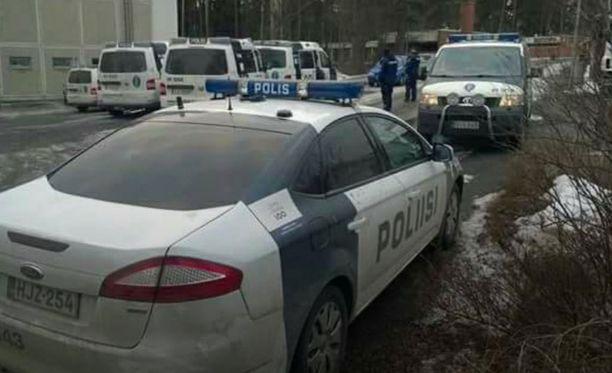 Tohlopissa oli reilusti poliisivoimaa sunnuntai-iltana.