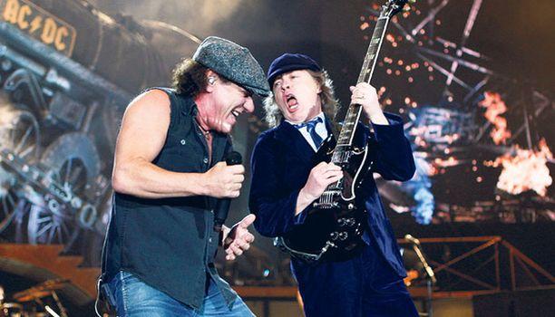 SUOSITUMPI KUIN KOSKAAN Vuosikymmenet tahkonneen AC/DC:n suosiolle ei näy loppua. Illan keikan liput loppuivat tunnissa.