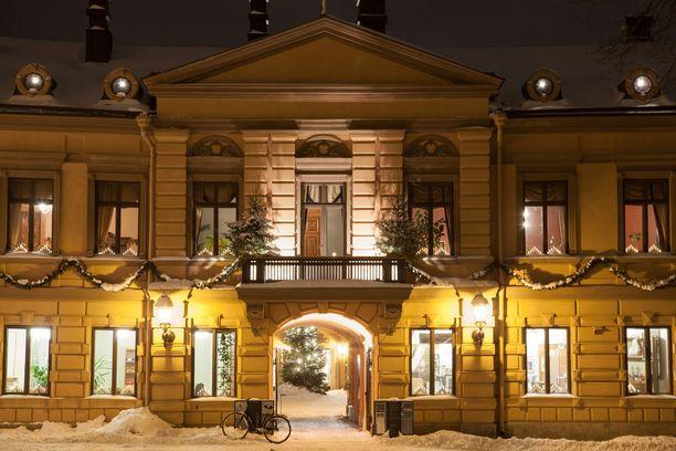 Joulurauha julistetaan Brinkkalan talon parvekkeelta.