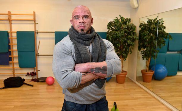 """Jari """"Bull"""" Mentulan mukaan Björgenin suuri lihasmassa on osittain silmänlumetta hyvän lihaserottuvuuden takia."""