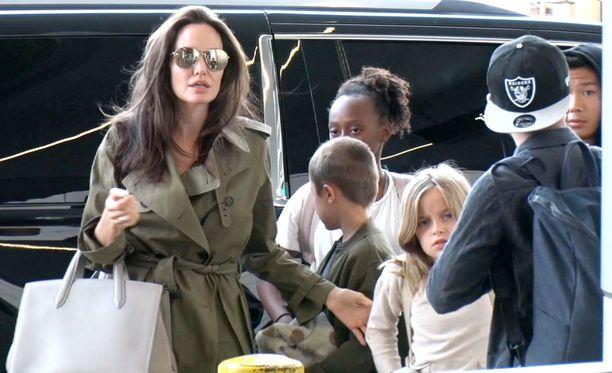 Angelina Jolie laittoi eroprosessin vireille, mutta ei ole tehnyt asialla mitään sitten viime syyskuun.