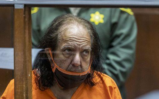 Ron Jeremyä syytetään 35 järkyttävästä rikoksesta -  voi joutua loppuelämäksi vankilaan