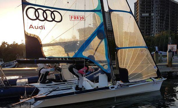 Mikaela Wulff ja Noora Ruskola purjehtivat mitalilähtöön Miamissa.