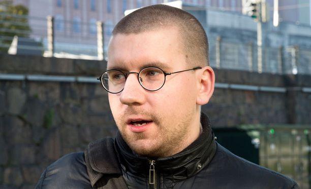 Sebastian Tynkkynen harmittelee, koska epämääräisellä tilanteella on vaikutusta hänen luottamustoimiinsa myös kuntatasolla.