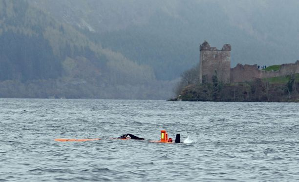 Loch Nessin hirviötä on etsitty Skotlannissa vuosikymmenet. Nyt huhtikuussa järvellä tehtiin jälleen tutkimuksia.
