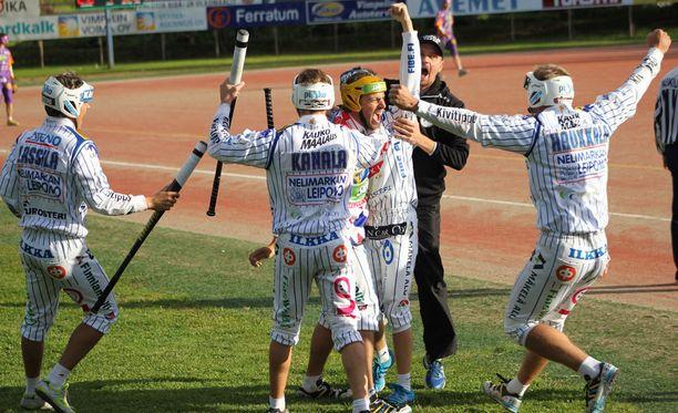 Vedon Mikko Rantalahti sai onnitteluja neljän juoksun lyönnistään.