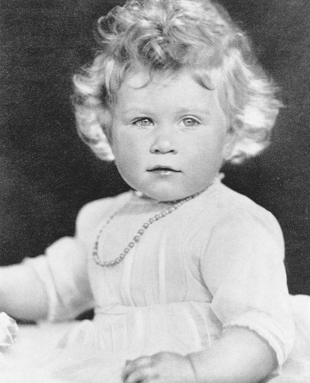Elisabet syntyi 21. huhtikuuta 1926.
