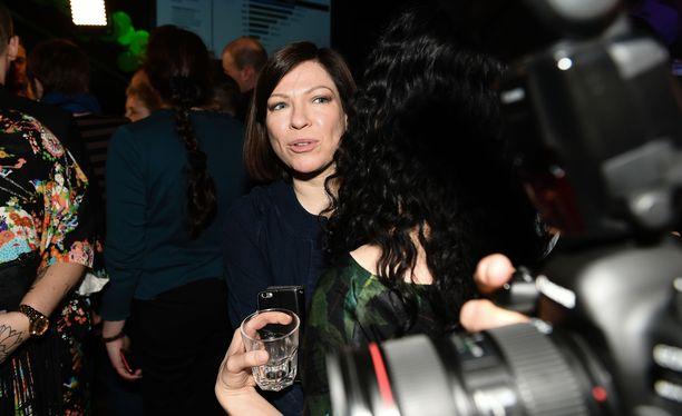 Anni Sinnemäen mukaan vihreät on linjaltaan ja keskeisiltä tavoitteiltaan niin yhtenäinen, että väliaikainen puheenjohtajuus ei ole hankala asia.