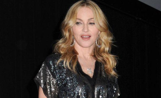 Ikinuori Madonna, 52, pitää nuorista miehistä.