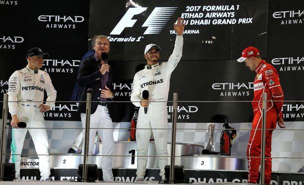 F1-maailmassa edelleen vaikuttava David Coulthard (toinen vas.) antoi näkemyksensä Lewis Hamiltonin (toinen oik.) ja Sebastian Vettelin (oik.) väleistä.