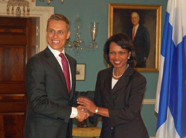 Ulkoministerit Alexander Stubb ja Condoleezza Rice tapasivat jo kolmatta kertaa, joten treffit sujuivat lämpimissä merkeissä.