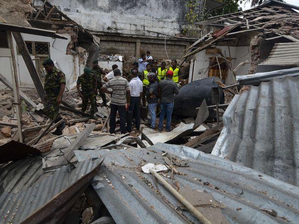 Sri Lankan iskujen päätekijän vaimo ja nuori tytär löydettiin hengissä tuhoutuneesta turvatalosta. Kuvituskuva Sri Lankan iskujen tuhoista.