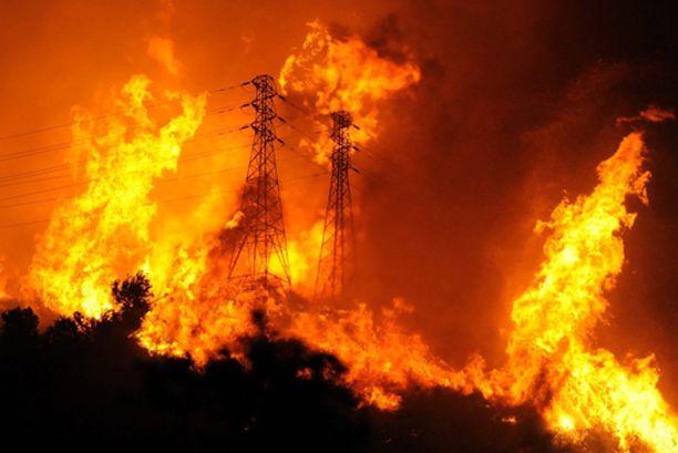 Tuli on tuhonnut myös voimalinjoja.