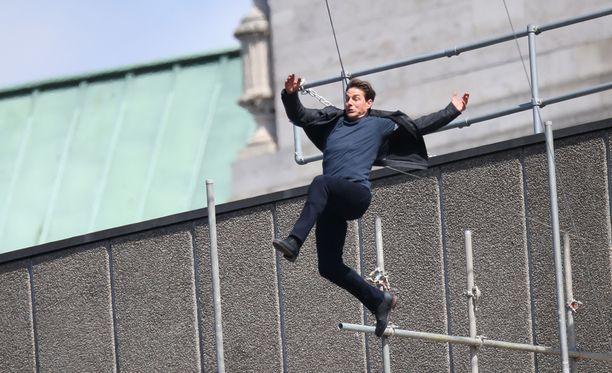 Tom Cruisen nilkka murtui stuntissa, jossa hän hyppäsi talon katolta toiselle.