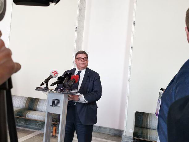 Ulkoministeri Timo Soini (sin) ei tiistaina suostunut paljastamaan tulevaisuudensuunnitelmiaan, mutta vihjasi niistä tiedettävän enemmän jo ennen huhtikuun eduskuntavaaleja.