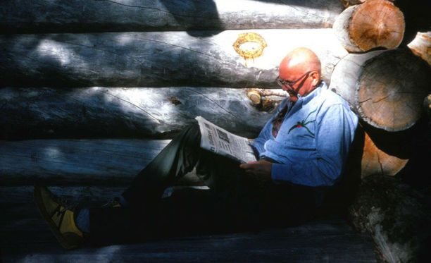 Presidentti Kekkonen luki uutiset päivittäin myös lomaillessaan.